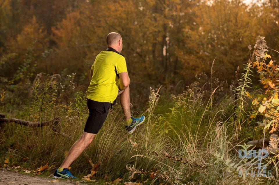 Bieganie jesienią – zdjęcia ilustracyjne